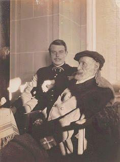 Pierre-Auguste Renoir and his son Jean Renoir. - la fotografía de padre e hijo data de 1916 y se atribuye a Pierre Bonnard.