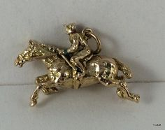 Lot 408 - A 9ct gold charm in the shape of a race horse 8.5 gm