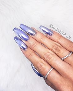 I'm so in love with this chrome nails #metalicnails #chromenails…