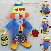 Купить или заказать 'Клоун Маляр' большая вязаная интерьерная игрушка в интернет-магазине на Ярмарке Мастеров. Большая и яркая интерьерная кукла. Возможен заказ клоунов разных профессий - плотник, ремонтник, повар, музыкант...