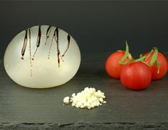 Mozzarella balloon recipe with olive oil powder / molecular gastronomy Gastronomy Food, Molecular Gastronomy, Mozzarella, Gourmet Recipes, Cooking Recipes, Gourmet Foods, Sauce Recipes, Asian Recipes, Modernist Cuisine