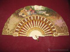 Abanico muy antiguo, en perfecto estado pintado a mano y decorado con oro y plata. En madera. - Foto 1