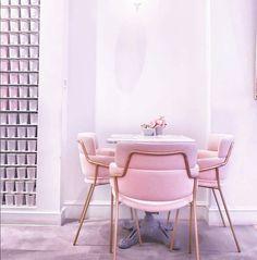 Barová stolička STRIKE ST Barová stolička s chrómovaným alebo lakovaným oceľovým rámom a s čalúneným sedadlom a operadlom. #arrmet #chair #design #pink #furniture #nabytok #restaurant #alvex #stolicka #gastronomy #bar Beautiful Interiors, Your Style, Beautiful Pictures, Bar, Instagram, Furniture, Chairs, Home Decor, Design