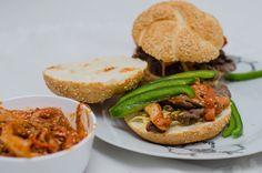 Kimchi bulgogi sandwich, http://wygrywamzanoreksja.pl/sandbox/robimy-porn-foody-styczen-2015-kimchi-bulgogi-sandwich/, fot. Szymon Kiżewski
