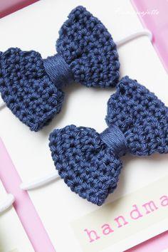 Easy Crochet Headbands, Crochet Hair Clips, Crochet Bows, Crochet Buttons, Diy Headband, Crochet Crafts, Crochet Flowers, Free Crochet, Crochet Butterfly Pattern