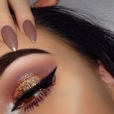 Using both elements of glitter and soft palette shades, it collaborates with the nail varnish too.