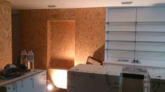 Interior durante el proceso de reforma Bathroom Lighting, Victoria, Mirror, Furniture, Home Decor, Renovation, Pharmacy, Interiors, Homemade Home Decor