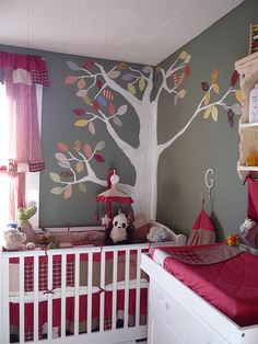 Such a cute bedroom.  I like the whole thing, the colors, the decor, the mobile, and of course the mobile.