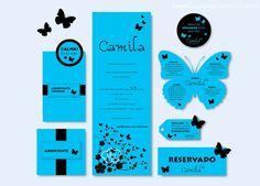 Convite de 15 anos em papel azul com impressão em preto. Desenhos de flores e borboletas. O modelo de convite de 15 anos mais querido pelas debutantes