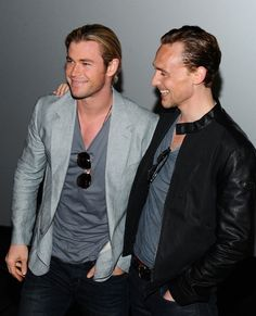 Here Tom hangs on to Chris so that he never leaves his side: | Chris Hemsworth And Tom Hiddleston Have The Hottest Bromance To Ever Exist