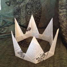 Paper Christmas Crown 6 point by NovelTBooks on Etsy Christmas Ornaments To Make, Christmas Makes, Christmas Crafts, Craft Activities For Kids, Crafts For Kids, Origami Crown, Crown For Kids, Book Page Crafts, Origami Lamp
