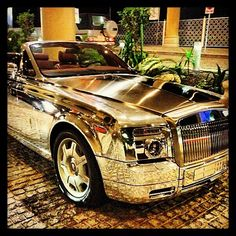 Chromed up, Rolls Royce Hanging out in Dubai  ........... register one WOW please :)