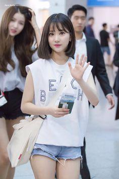 omfg eunhaaaa~ she cute as hell omg Kpop Girl Groups, Korean Girl Groups, Kpop Girls, Cute Asian Girls, Beautiful Asian Girls, Kpop Fashion, Korean Fashion, Teen Photography, Pretty Asian
