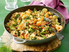Our popular recipe for couscous shrimp pan and more than other free recipes on LECKER. Our popular recipe for couscous shrimp pan and more than other free recipes on LECKER. Healthy Pastas, Easy Healthy Recipes, Breakfast Party, Clean Eating Shrimp, Low Carb Shrimp Recipes, Couscous Recipes, Popular Recipes, Free Recipes, Quick Meals