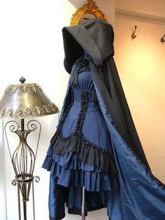 Lolita dress with hooded cape (no capes! Pretty Outfits, Pretty Dresses, Beautiful Dresses, Old Fashion Dresses, Fashion Outfits, Mode Lolita, Lolita Style, Gothic Lolita Dress, Goth Style