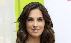 Nuria Fergó, víctima del exceso de Photoshop en la portada de su último disco  ... - http://www.vistoenlosperiodicos.com/nuria-fergo-victima-del-exceso-de-photoshop-en-la-portada-de-su-ultimo-disco/