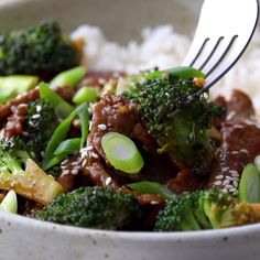 Sesame Beef and Broccoli! Full of protein, green broccoli goodness, and sticky-sweet garlic and ginger flavor. Perfect at-home takeout! # Food and Drink videos health Sesame Beef and Broccoli Healthy Recipes, Healthy Eating Tips, Meat Recipes, Asian Recipes, Dinner Recipes, Cooking Recipes, Healthy Food, Drink Recipes, Recipies