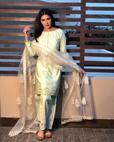 Celeb Eid outfits that I want to wear ALL SUMMER LONG - Cherry Cross Source by almaskhamisa Outfits indian Shadi Dresses, Pakistani Formal Dresses, Pakistani Dress Design, Pakistani Casual Wear, Pakistani Designer Suits, Pakistani Fashion Party Wear, Pakistani Wedding Outfits, Indian Fashion, Stylish Dress Designs