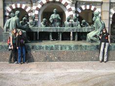Cementerio Fotografía: Rebeca Pizarro Lion Sculpture, Statue, Art, Hu Ge, Cemetery, Castles, Cities, Gardens, Art Background