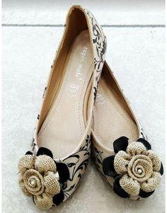 Μοναδικό ζευγάρι 'μπαλαρίνα' φτιαγμένη στο χέρι με ιδιαίτερο σχέδιο. Chanel Ballet Flats, Moccasins, Shoes, Fashion, Penny Loafers, Moda, Loafers, Zapatos, Shoes Outlet
