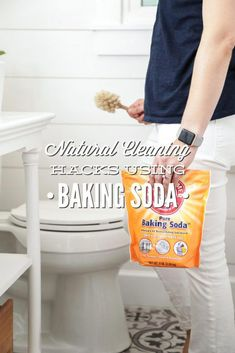 Terrific Images 13 Natural Cleaning Hacks Using Baking Soda - Live Simply - Tips Household cleaning or making cleaning can look right back on a long, nearly Tradition in t Deep Cleaning Tips, Cleaning Recipes, Natural Cleaning Products, Car Cleaning, Spring Cleaning, Cleaning Hacks, Green Cleaning, Natural Products, Household Products