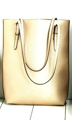 Metallic tote bag in champagne with thin, sturdy shoulder straps