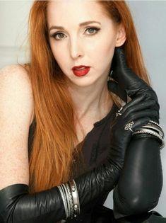 Redhead in black leather opera gloves Red Gloves, Long Gloves, Ladies Gloves, Black Leather Gloves, Leather Pants, Ginger Models, Elegant Gloves, Gloves Fashion, Ginger Girls