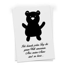 Postkarte Teddybär ohne Fliege aus Karton 300 Gramm  weiß - Das Original von Mr. & Mrs. Panda.  Diese wunderschöne Postkarte aus edlem und hochwertigem 300 Gramm Papier wurde matt glänzend bedruckt und wirkt dadurch sehr edel.    Über unser Motiv Teddybär ohne Fliege  Teddybären oder Knuddelbären sind heute nicht mehr nur bei Kindern beliebt. In jedem Kinderzimmer ist ein süßer flauschiger Bär zu finden. Der Teddy begleitet schon Generationen von Menschen durch ihre Kindheit. Auch Erwachsene…