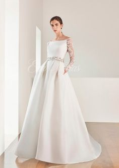 Vestido novia de Patricia Avendaño colección 2017 Modelo 2668 en Eva Novias Madrid. #weddingdress #bridalfashion #bridalinspiration #vestido #novia #coleccion #2017 #Patriciaavendaño
