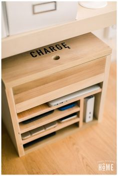 Intarsia Woodworking Home How to make a DIY Charging Station for Electronic Devices.Intarsia Woodworking Home How to make a DIY Charging Station for Electronic Devices Electronics Projects, Diy Projects For Bedroom, Diy Wood Projects, Diy Bedroom, Bedroom Crafts, Bedroom Desk, Trendy Bedroom, Easy Woodworking Projects, Woodworking Plans