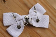 Items similar to Skull Hair Bow ,Twisted Vision Steampunk Alternative Gothic Hair Bow Handmade By: Tranquilityy on Etsy Gothic Hairstyles, Kawaii Accessories, Halloween Vampire, Gothic Horror, Dark Gothic, Hairbows, Aesthetic Fashion, Pastel Goth, Shadow Box