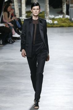 Hugo Boss RTW Fall 2014 - Slideshow - Runway, Fashion Week, Fashion Shows, Reviews and Fashion Images - WWD.com