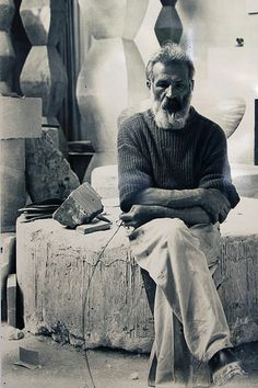 Constantin Brancusi was a Romanian sculptor who made his career in France. Considered a pioneer of modernism, Brâncuși is called the patriarch of modern sculpture. Famous Artists, Great Artists, Artist Art, Artist At Work, Artistic Photography, Portrait Photography, Brancusi Sculpture, Studios D'art, Constantin Brancusi