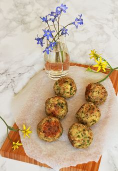 Almond balls with chives.