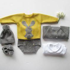 Bunny Jumper, a must have  Fazemos em qualquer cor, em lã anti-alérgica ou em algodão Made in cotton or wool in every colour  Todas as nossas pecinhas vão identificadas com as nossas etiquetas️, não vá em imitações, escolha o original   #babyclothing #babyclothes  #babyknitwear #babyjumper #bunnyjumper #booties #babygirl #babyboy #yarn #instaknit #bebé #mustard #roupadebebé #instababy #babyspam #handmade #stripes #jacket #booties #babyboutique  #babyfashion #fofo #pompom #babybooties