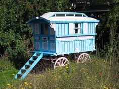 Such a cute caravan! #tinyhouses