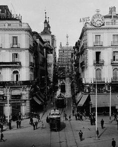 Montera street near Puerta del Sol in 1930.
