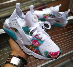 134 women sneakers for moms -page 41 Sneakers Fashion Outfits, Casual Sneakers, Fashion Shoes, Shoes Sneakers, Adidas Sneakers, Quinceanera Shoes, Shoe Boots, Shoes Sandals, Baskets