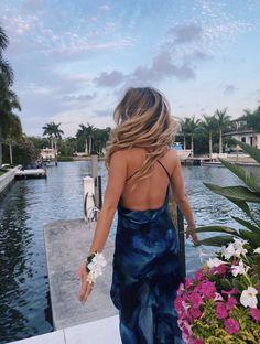 School Dances, Backless, Friends, Dresses, Fashion, Amigos, Vestidos, Moda, Fashion Styles