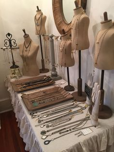 Lisa Jill Jewelry Vintage, boho display at the Urban Farmhouse #JewelryDisplays