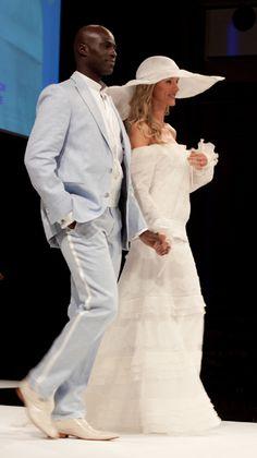 Du bleu ciel dans les costumes de mariage sur mesure Quelles astuces pour organiser votre mariage sur http://yesidomariage.com