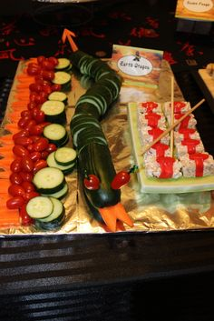 party food idea... the kids wouldn't eat this, except maybe if the body was made of kimbaps ?^^