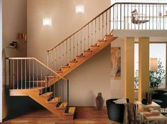 Preciosa escalera de madera.
