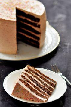 Tort czekoladowy z kremem truskawkowym Amazing Wedding Cakes, Tiramisu, Sweets, Chocolate, Cooking, Sweet Dreams, Ethnic Recipes, Oven, Polish