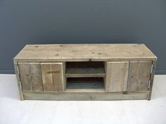 Tv meubel van steigerhout met 2 deurtjes en schapjes (22131538)   TV meubels & Salontafels   JORG`S Houten Meubelen