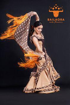 Bailaora Moda Flamenca Traje tradicional   Info y precios: info@bailaora.eu www.bailaora.eu