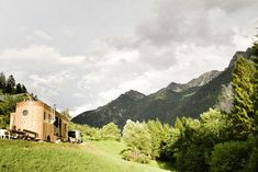 Die Tiny-House-Bewegung kommt in Österreich an - Architektur & Stadt - derStandard.at › Immobilien Arno, Small Living, Wonderful Places, Dream Big, Tiny House, Mountains, House Styles, Travel, Modern Tiny House