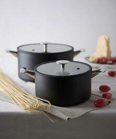 Maestrale Tvs design by Alberto Meda Italian cookware Cool Kitchen Gadgets, Kitchen Items, Home Decor Kitchen, Kitchen Furniture, Kitchen Interior, Cool Kitchens, Clay Pizza Oven, Best Pans, House Essentials