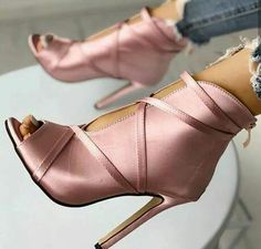 Every Woman Deserves Peep Toe Heels in Her Closet Like These! - Do you identify which are the peep toe heels? It is these styles of blunt heels, which show only a - Open Toe High Heels, Peep Toe Heels, High Heel Boots, Stiletto Heels, Shoe Boots, Shoes Heels, Heeled Sandals, Strappy Sandals, Ankle Boots
