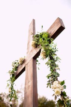 A large, simple but stunning cross was the centerpiece for the outdoor wedding ceremony. ::Brooke + Thomas'